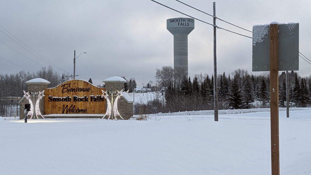 Le panneau à l'entrée de la ville de Smooth Rock Falls